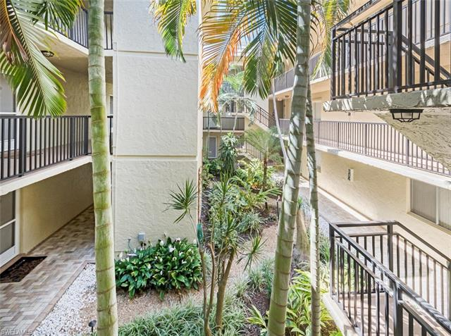788 Park Shore Dr # H15, Naples FL 34103