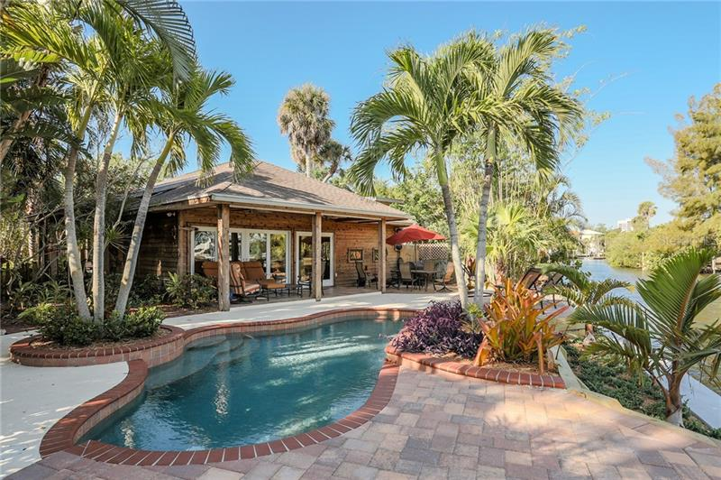 130 Island Circle, Sarasota FL 34242